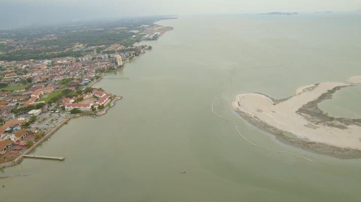 The close proximity of Melaka Gateway to Portuguese Settlement.